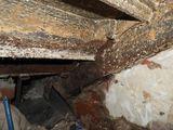 Металлическая лестница до реставрационных работ_Очистка от грязи и ржавчины косоура и металлической лестницы.