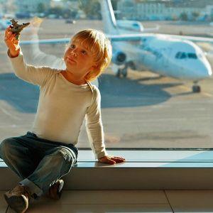 Как вести себя на борту самолета: основные правила и советы