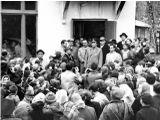 25 сентября 1963 год. Юрий Гагарин на крыльце мастерских школы №2