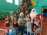 Наступила очередь дошкольников  принимать подарки