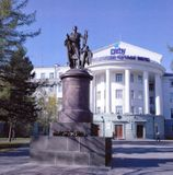 Памятник М.В.Ломоносову работы И.П.Мартоса перед зданием САФУ имени М.В.Ломоносова в Архангельске