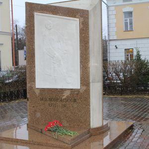 Возложение цветов к памятникам М.В. Ломоносова