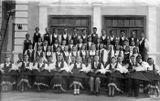 Первый послевоенный состав ансамбля «Кантеле»: оркестр, хор, танцевальный коллектив. В первом ряду кантелистов Тойво Вайнонен — четвертый справа. 1946-47 гг.