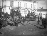 Первомайская демонстрация в Петрозаводске. На заднем плане - здание современного Дома Кантеле. 1930 г.
