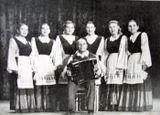 Первый состав народной вокальной группы. Ленинград, Дом работников искусств. 1953 год. Софья Оськина — крайняя справа