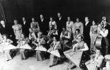 Оркестр «Кантеле» в начале 1970-х. В ряду кантелистов 2-я слева — Валентина Матвеева