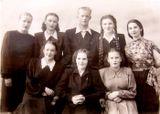 Народная вокальная группа с руководителем — С.П. Оськиной. 1954 год