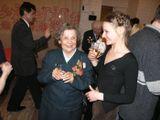 Эльза Баландис среди нынешнего поколения «Кантеле» в Доме Кантеле. Май 2005 г.