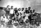 По дороге в Прибалтику, 1947 г. Эльза Баландис — в нижнем ряду вторая справа.