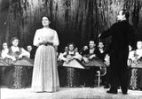Татьяна Антышева в оркестре — крайняя слева. Выступление «Кантеле» в Москве, конец 1940-х гг. (солистка — Люция Теппонен, дирижер — Владимир Салоп)