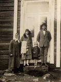 5-летняя Эльза с родителями и бабушкой. Последняя фотография в Финляндии перед отъездом в Канаду. 1927 г.