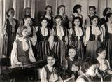 «Кантеле» в 1945 (часть ансамбля). В нижнем ряду хора вторая справа – Люция Теппонен