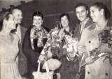 Фото из книги Ис.Бацера «На смотре в Москве» (1959) сопровождает такая подпись: «Волнение испытывали не только участники Декады, но и их близкие. На этом снимке мы видим народную артистку РСФСР С.А.Рикка (третья слева), рядом с ней — ее мать, проделавшая