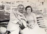 С любимым педагогом Леонидом Федосеевичем Приваловым. Луганск, 1962 г.