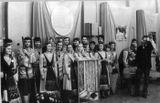 Участники представления на репетиции. Справа – Андро Лехмус
