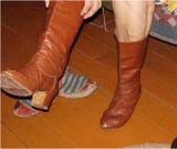 Пуанты Эльзы Баландис и ее танцевальные сапоги 33-го размера.