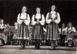 Неделя музыки и танца Карелии в Москве в 1946 году. Зал им. П.И.Чайковского. Вокальное трио: Люция Теппонен, Серафима Рыбалко, Милица Кубли