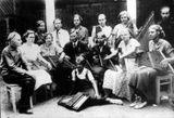 Группа участников будущего ансамбля «Кантеле» в сентябре 1934 г. Слева — Виктор Гудков
