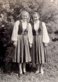Артистки «Кантеле» Шура Хемницер и Женя Юнина. Петрозаводск, Парк культуры и отдыха, лето 1951 г.
