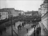 Колонны демонстрантов на площади Свободы (ныне площадь Кирова). Петрозаводск, между 1925 и 1930 гг.