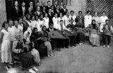 После концерта в Доме народного творчества Петрозаводска. В первом ряду шестой слева — Виктор Гудков. 1936 г.