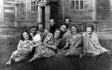 Артисты «Кантеле» в 1945 году. Среди них – Эрик Раутио