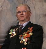 Виктор Зайцев (1921-2005). Артист «Кантеле» с 1941 года. Из ансамбля ушел на фронт, был ранен, оказался во вражеском плену. На оккупированной территории стал связным Шелтозерского подполья (под руководством Тучина). Был репрессирован, затем реабилитирован