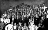 Участники концерта «Искусство – фронту», военный Беломорск, 1943. В первом ряду вторая справа – Хельми Мальми. Рядом (справа) – композитор Карл Эрикович Раутио