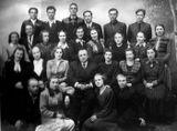 Осень 1953: Хор «Кантеле»: в центре преподаватель вокала Леонид Привалов