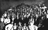Карело-финское искусство — фронту. 1943 г. Яков Геншафт — во втором ряду 4-й слева