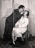 Сценка «Стоматолог» в исполнении Хельми Мальми и Гельмера Синисало