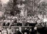 Сиркка Рикка — солистка «Кантеле». Выступление в Парке культуры и отдыха 1950-е гг.