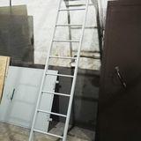 Металлическая лестница к люку на крышу, под заказ.