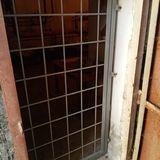Дверь решётчатая