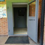 Утеплённые двери со стеклопакетом в подъезд