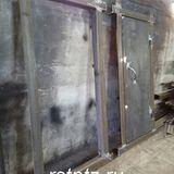 Дверь в комнату хранения оружия