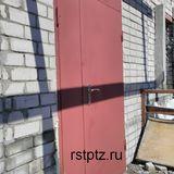 Дверь металлическая с нажимной ручкой