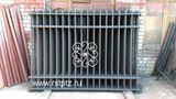 Забор металлический, элементы ковки