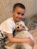 Максим очень любит своего друга - собаку Пушка