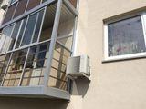 Этот наружный блок на наб. Варкауса - на стене из оштукатуренного мягкого фасада толщиной 10 см.