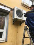 Основная грязь в теплообменнике наружного блока с помощью АВД удаляется в обратную сторону - к стене.