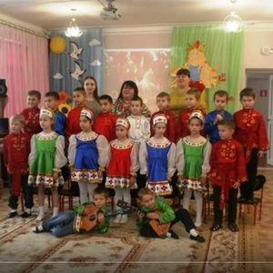 Выпускникам детского сада №5 «Гуси-лебеди» группы «Колокольчик» от воспитателей