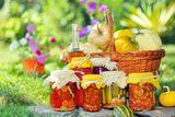 Ах, как иногда хочется, чтобы лето не кончалось! Чтобы все было зеленое, сочное, грибы-ягоды, салаты, молодые овощи…
