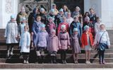 Младший хор на ступенях храма Христа Спасителя после Литургии (Москва, 25.04.2014)