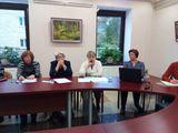 С микрофоном Татьяна Мокрицкая  (третья слева) с сообщением о трудоустройстве людей-инвалидов по зрению