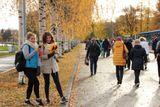 Волонтёры-  учащиеся  МБОУ Петрозаводского городского округа «Лицей №40» сопровождают участников акции по маршруту