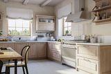 """Кухня """"Астра"""". Фасад – массив дуба или ясеня."""