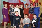 Выпускники музыкального отделения с преподавателями