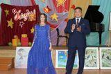 Мухтарова Тамила с папой исполняют песню