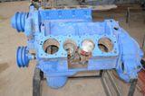 Двигатель грузового автомобиля в разрезе (коленвал, поршень, шатун)